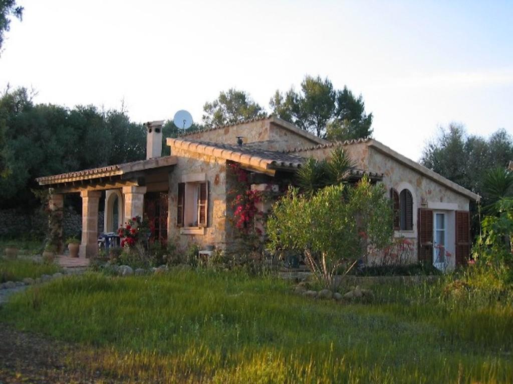 Natursteinverkleidete Finca auf der Baleareninsel Mallorca